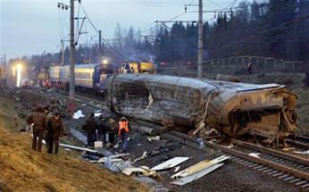 ap_russia_train_derailed_480_28Nov09